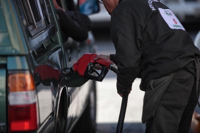 01 de enero. Gasolinazo | Entra en vigor la primera alza a los combustibles del año.