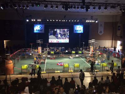 31 de marzo. Competencia | En medio de una gran fiesta, se inauguró la competencia de robótica de FIRST.