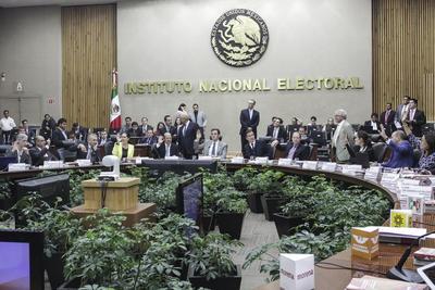 17 de julio. Rebase | El Consejo General del Instituto Nacional Electoral (INE) determinó que las coaliciones que encabezaron el Partido Revolucionario Institucional (PRI) y el PAN en las elecciones del 4 de junio para elegir gobernador en Coahuila rebasaron los topes de campaña.