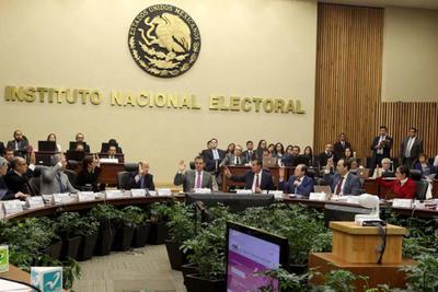 30 de octubre. Elección | El Instituto Nacional Electoral (INE) aprobó un dictamen en el que vuelve a ubicar el gasto de campaña del gobernador electo, Miguel Riquelme (PRI), por encima del 5 %.