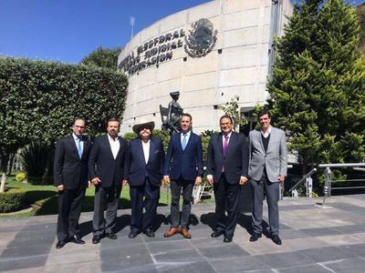 13 de noviembre. Reunión | Integrantes del Frente por la Dignidad de Coahuila se reunieron con los magistrados del Tribunal Federal Electoral para defender su postura en el presunto fraude electoral en Coahuila.
