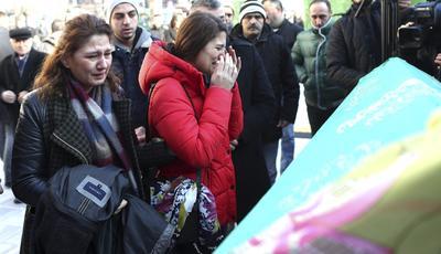 01 de enero. Atentado | En Estambul (Turquía) el Estado Islámico asesina a 39 personas y hiere a otras 69 en una discoteca durante la celebración del fin de año.