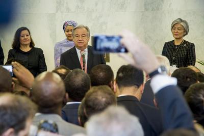 01 de enero. ONU | António Guterres, de Portugal, toma posesión de la Secretaría General de la Organización de las Naciones Unidas.