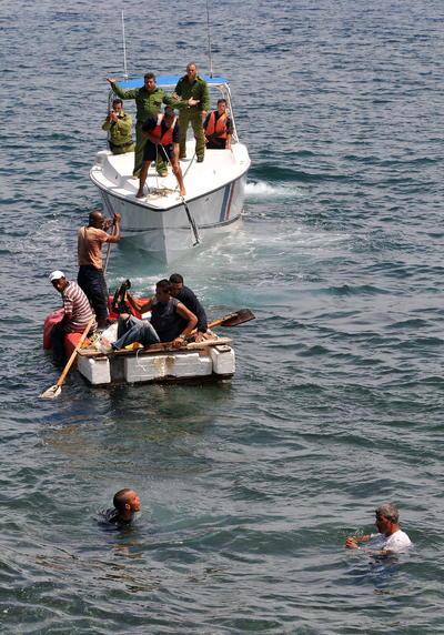 12 de enero. Política | EU pone fin al 'Pies secos, pies mojados', iniciado en 1995, que permitía que cualquier ciudadano cubano que llegara a suelo estadounidense se quedara y obtuviera estatus de residencia legal.