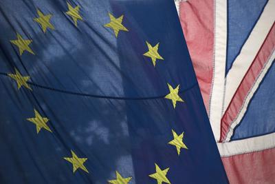01 de febrero. Brexit | El Parlamento británico aprueba la vía de salida del Reino Unido de la Unión Europea.