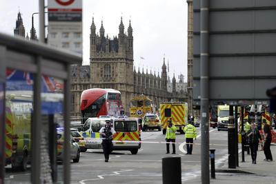 22 de marzo. Atentado | Un ataque a las afueras del Parlamento británico cuando este se encontraba en sesión plenaria deja 6 muertos y 49 heridos.