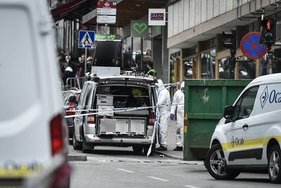 07 de abril. Atentado | Un uzbeko atropella con un camión a una multitud en Estocolmo, capital de Suecia, causando la muerte de 4 personas.