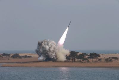 16 de abril. Misil | Corea del Norte lanza un misil desde su costa este, pero sin éxito.