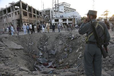 31 de mayo. Atentado | Mueren más de 150 personas en un atentado con camión bomba en la zona de embajadas y cerca del palacio presidencial en la ciudad de Kabul, en Afganistán.