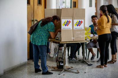 16 de julio. Plebiscito | Se lleva a cabo un plebiscito en rechazo de la Asamblea Nacional Constituyente impuesta por el presidente de Venezuela Nicolás Maduro.