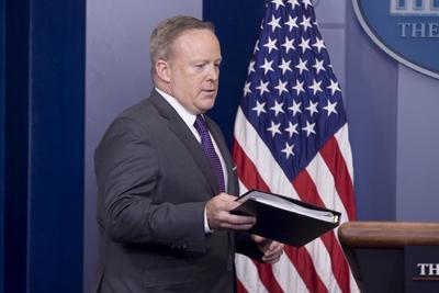 21 de julio. Dimisión | El polémico portavoz de la Casa Blanca, Sean Spicer, dimite de su cargo.