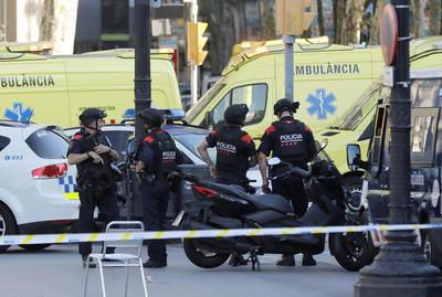 17 de agosto. Atentado | Una furgoneta atropella a peatones en la emblemática Rambla de la ciudad de Barcelona dejando 14 muertos y 152 heridos.