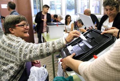 01 de octubre. Cataluña | Se celebra un referéndum sobre la independencia en Cataluña considerado ilegal por el gobierno español.