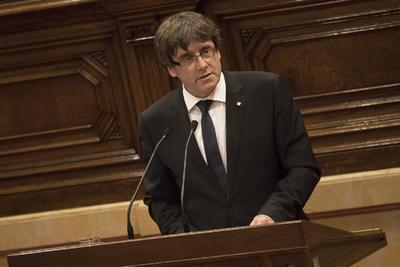 27 de octubre. Independencia | El parlamento catalán aprueba una declaración de independencia unilateral, el gobierno español destituye al gobierno regional y convoca elecciones autonómicas para el 21 de diciembre.
