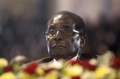 21 de noviembre. Renuncia | En Zimbabue, el presidente Robert Mugabe renuncia oficialmente a la presidencia del país, después de permanecer 37 años en el poder.