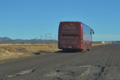 """En algunas partes de la autopista no hay hoyancos sino pedazos de asfalto, por lo que algunos conductores la han considerado como una """"trampa mortal""""."""