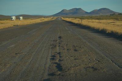 El pésimo estado de la autopista Jiménez-Ceballos destrozó una de las llantas. Están justo en el tramo que el fin de semana pasado ocasionó averías en más de 50 vehículos, por la innumerable cantidad de baches que hay.