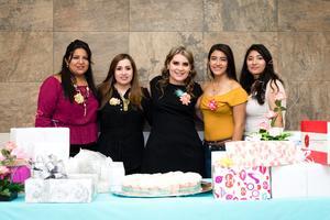 23122017 Isabel con sus damas: Brenda Gallardo, Valeria Rojas, Saraí Gallardo y Aleyda Cisneros.