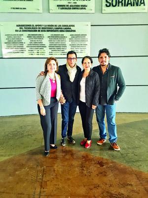 23122017 CONTENTOS.  Cintya Rodríguez, Pineda Damián, Carolina Castelán y José L. Ponce.