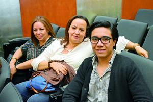 25122017 EN PRESENTACIóN.  Laura, Gabriela y Javier.