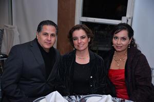 25122017 POSAN PARA LA FOTO.  Marco Antonio, Cecy y Pily.