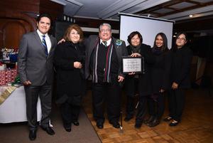24122017 Reconocimiento al Dr. Francisco Núñez González, acompañado de su familia: Carmen Núñez, Paquita Herrera, Orlando Pérez, Alejandra Núñez y Sofía Núñez.