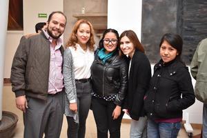 24122017 EN EL TEATRO.  Roberto, Luisa, Valeria, Romina y Cynthia.
