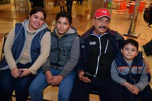 26122017 Nicolás, Graciela y Sara.