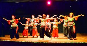 24122017 Las alumnas del Centro de Arte y Movimiento Yenisey presentaron un repertorio navideño al público lagunero. - Álvaro Pomares