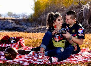 24122017 L.A.E. Araceli Romero y C.P. Ricardo Valenzuela celebrando 20 años de feliz relación, de los cuales hace siete contrajeron nupcias. Ellos se encuentran muy enamorados y han formado el mejor equipo lleno de amor y felicidad tanto en lo laboral como en familia. - Erick Sotomayor Fotografía
