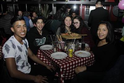 Lizeth, Sofía, Michel, Diego y Héctor.