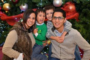 27122017 Erika, Benjamín, Evan y Elijah.