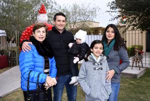 Flora Luz, Roberto, Natalia y Sofía Ortiz