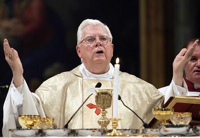 20 de diciembre. Cardenal Bernard Law | El exarzobispo de Boston caído en desgracia que desencadenó la peor crisis en el catolicismo estadounidense por no detener a religiosos que abusaron de menores, falleció a los 86 años.
