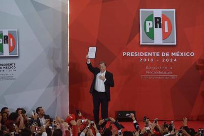 03 de diciembre. Registro | El exsecretario de Hacienda, José Antonio Meade, se registró oficialmente como precandidato del Partido Revolucionario Institucional (PRI) a la Presidencia de México.