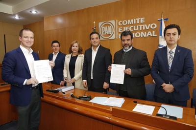 11 de diciembre. Registro | Ricardo Anaya Cortés solicitó a la Comisión Organizadora Electoral del Partido Acción Nacional (PAN) su registro como precandidato a la Presidencia de la República.