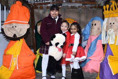 28122017 América Danna, Melany y Yamil.