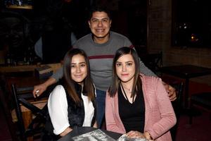 28122017 Lizett, Christian y Vanessa.