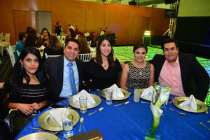 28122017 POSAN PARA LA FOTO.  Wendy, Abraham, Abigaíl, Lorena y Jorge.