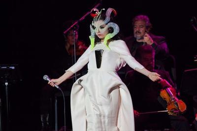 29 de marzo. Björk    La cantautora islandesa ofreció un concierto intimo en la  Ciudad de México.