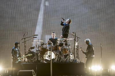 03 de octubre. U2    El grupo irlandés se presentó en el Foro Sol como parte de su gira mundial The Joshua Tree Tour 2017.