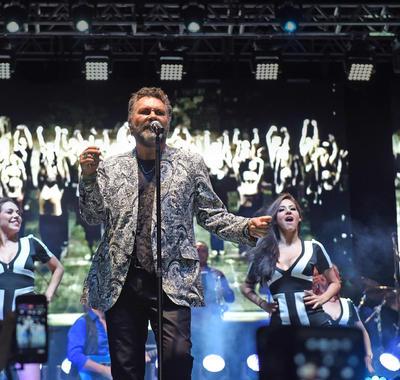 04 de mayo. Manuel Mijares | El cantante deleitó a todas las madres laguneras que acudieron a disfrutar el show en Plaza Mayor.