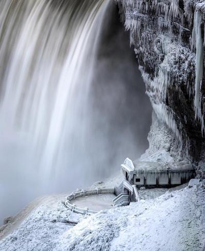 Las Cataratas del Niágara se encuentran en la región entre Nueva York, Estados Unidos y Ontario, Canadá.