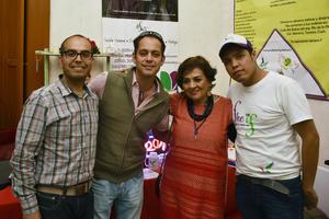 30122017 BAZAR NAVIDEñO.  Roberto, Sergio, Magda y Abel.