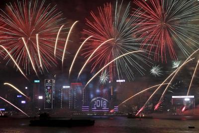 China también recibió el 2018 con un gran espectáculo de luces y pirotecnia.