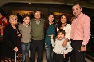 31122017 EN FAMILIA.  Maria del Rosario, Javier, Roberto, Yolanda, Yolanda, Iru y Javier.