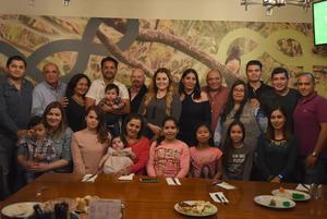31122017 CELEBRA SU CUMPLEAñOS.  Adriana Tavizón con sus hijos: Arturo, Diana y Marcela, y toda su familia.