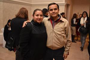 31122017 POSAN PARA LA FOTO.  Adriana y Francisco.