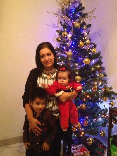 04012018 DISFRUTAN LA NAVIDAD.  Alejandra con sus hijos, Paquito y Victoria.