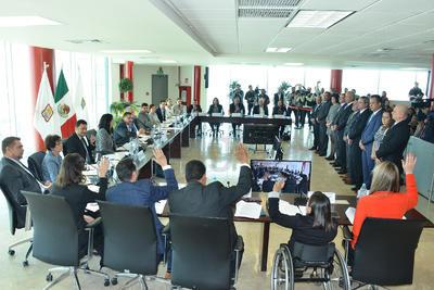 Por lo que respecta a los dos ediles de Morena, Guillermo Gutiérrez del Bosque se sumaron a la votación a favor de los nuevos funcionarios.